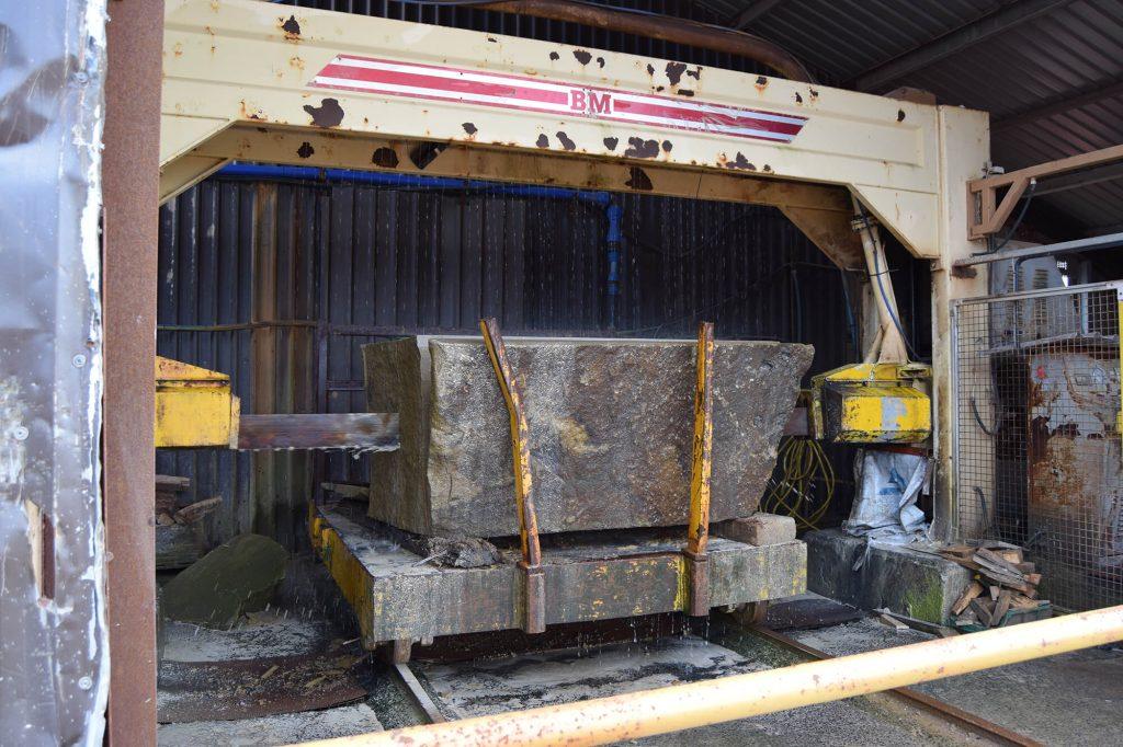 stone bring cut
