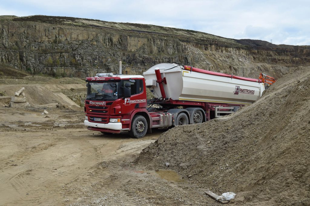 wagon transporting aggregate products