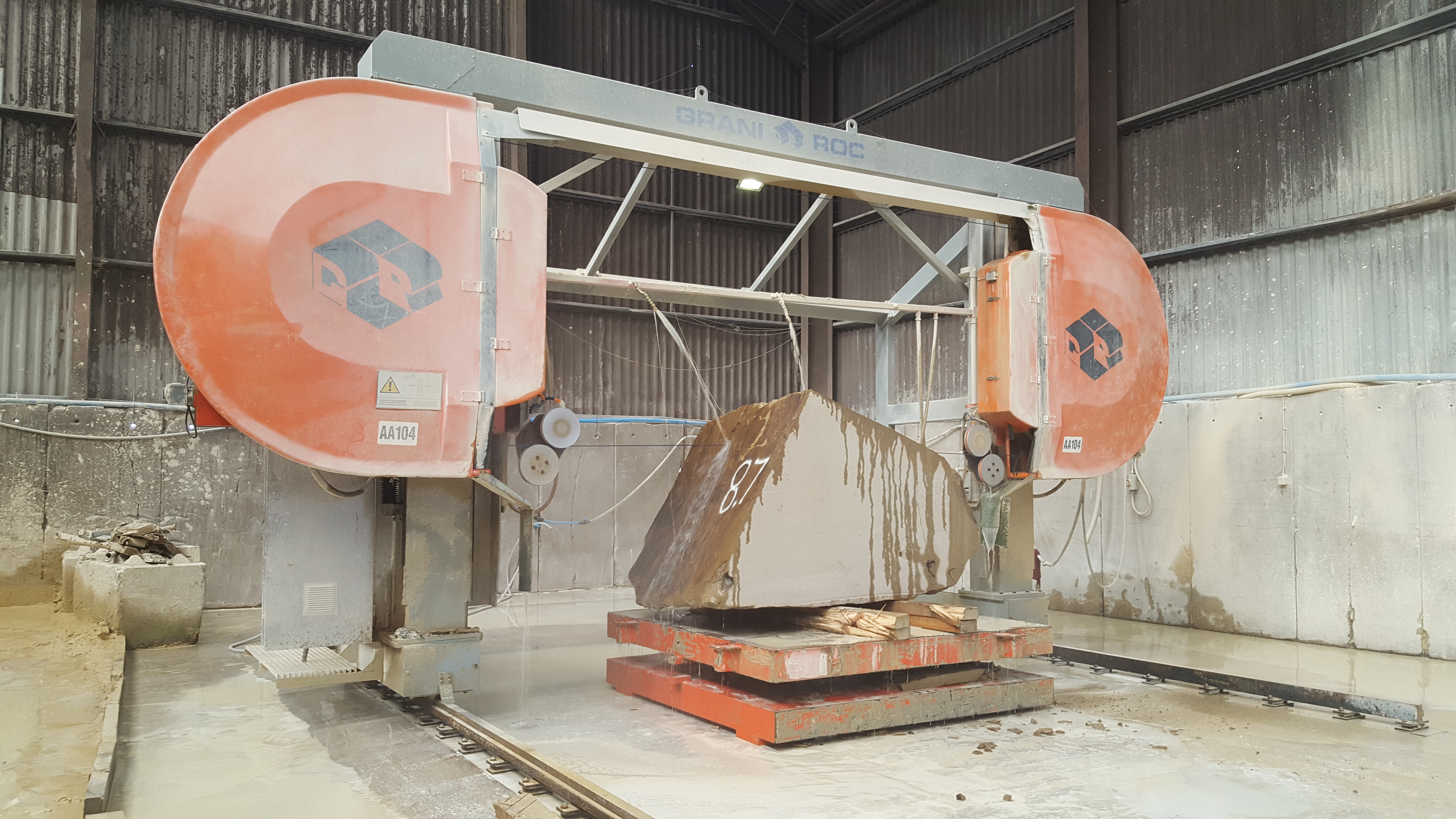Large stone cutting equipment